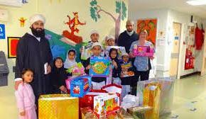 Alumnos musulmanes llevan regalos a niños hospitalizados enBradford