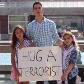 """""""Abraza a un terrorista"""": Niñas lanzan campaña contra islamofobia y ofensivaisraelí"""