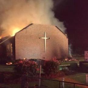 Musulmanes se unen para reconstruir iglesias incendiadas enEEUU
