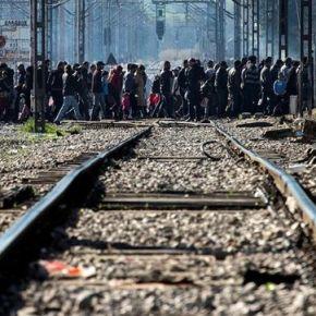 Bruselas acuerda devolver a Turquía a todos los refugiados y realojar solo a lossirios
