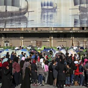 Grecia quiere vaciar el campamento de refugiados más grande de Atenas antes de la épocaturística