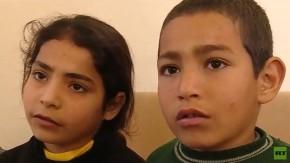 Dos niños huyen de Guta Oriental por el corredor humanitario bajo el fuego de losterroristas
