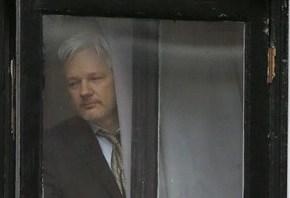 Fiscalía sueca pide orden de detención para JulianAssange