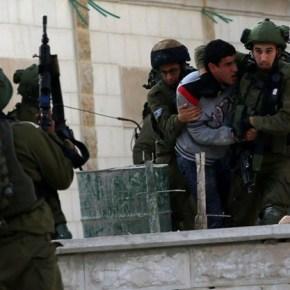 Efectivos de la ocupación israelí realizan redadas en Cisjordania y detienen a 22palestinos