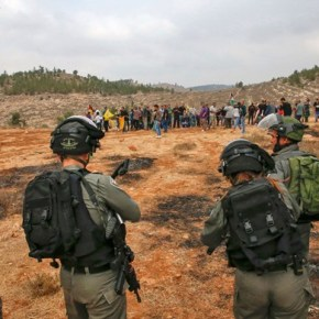 Soldados israelíes arrestan y agreden en Belén a periodistas solidarios con MouazAmarneh